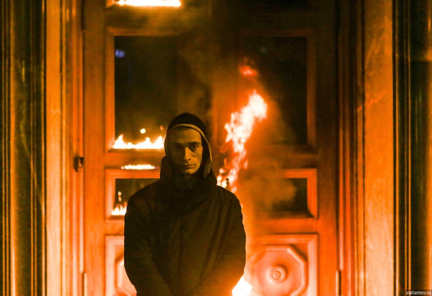 Pyotr Pavlensky - The Lubyanka's burning door, 2015 - news court headquarters Russian security in Moscow 2016 facebook November twitter world