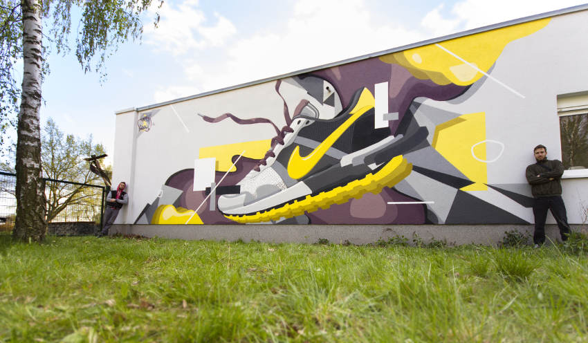 Raws and Skenar - Sneaker thrown on wall, 2016