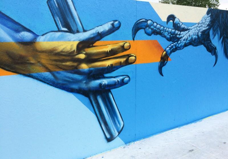Redl - One love for Zurich - Switzerland, Zurich, Quaibrücke, 2015 - Hand kralle, street art, mural