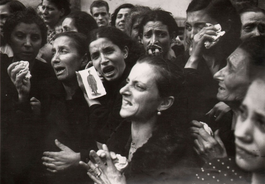 Robert Capa - Mothers of Naples, 1943 - Image via aphotoeditorcom