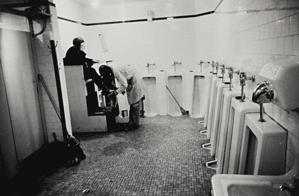 Robert Frank-Tennessee (MenS Room, Railway Station - Memphis)-1955