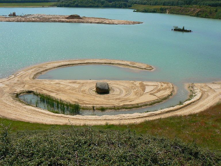 Robert Smithson - Broken Circle and Spiral Hill