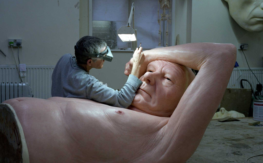 Ron Mueck - The cartier at work, 2000 - Image via independentcouk