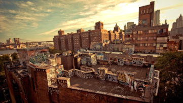 Rooftop Graffiti in Chinatown Looking Towards the Brooklyn Bridge - New York City-XL