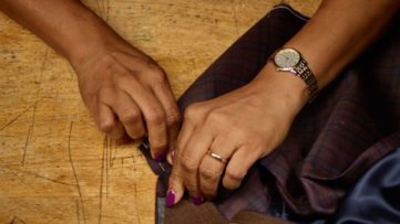 Sara Angelucci - Mano D'Oro. Collar sewing (detail)