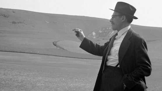 Saul Steinberg at The Long Man of Wilmington in East Sussex, 1953, photo by Lee Miller