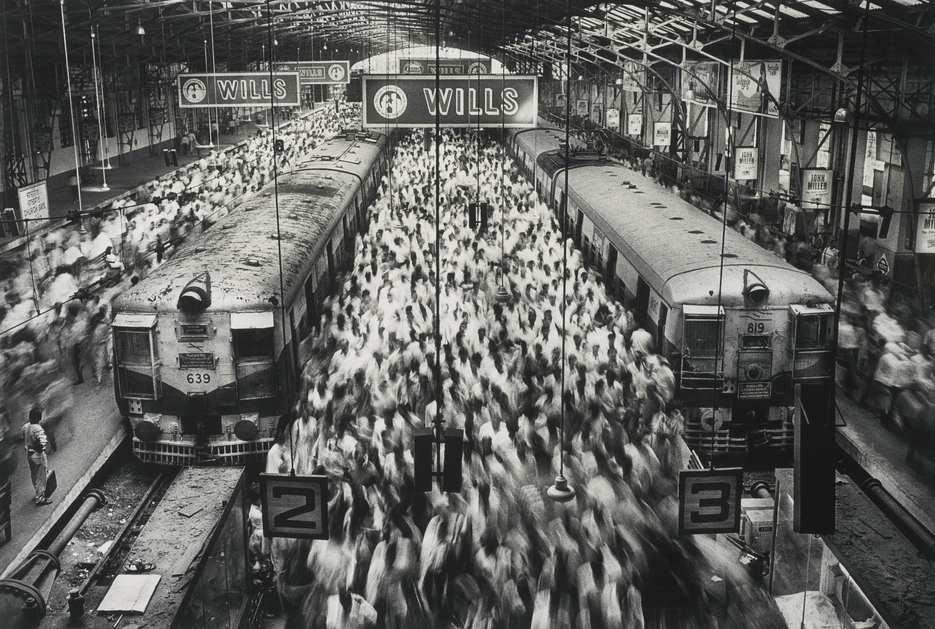 Sebastiao Salgado-Churchgate Station, Bombay, India-1995