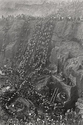 Sebastiao Salgado-Serra Pelada Gold Mine, Brazil-1986