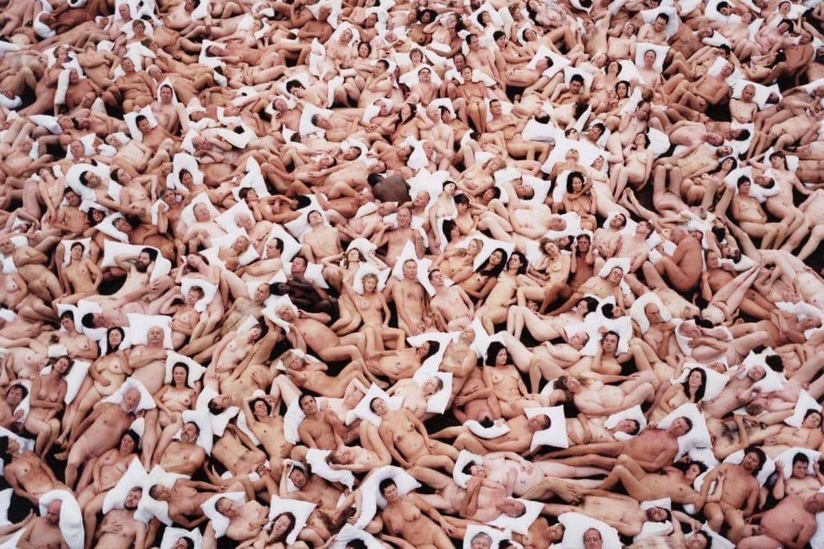 Spencer Tunick - Flanders 2 (Gaasbeek Castle, Belgium)(detail), 2011