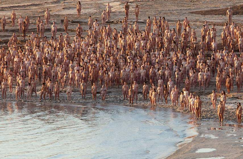 Spencer Tunick - Sea of Hull, 2011