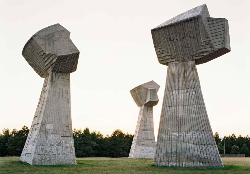 Spomenik #11 (Niš), Jan Kempenaers, 2007, courtesy of Breese Little