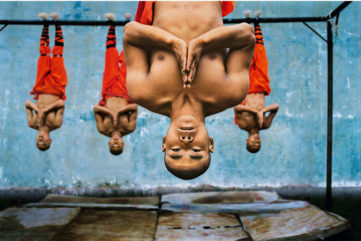 Steve McCurry - Shaolin Monks Training, Zhengzhou, China, 2004