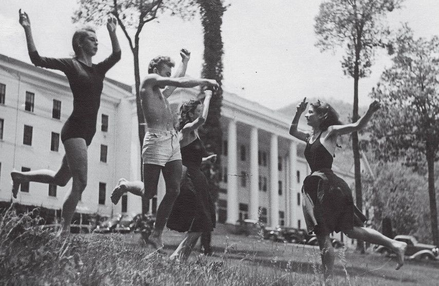 Photo of kids dancing in front of the Black Mountain College, the North Carolina faculty