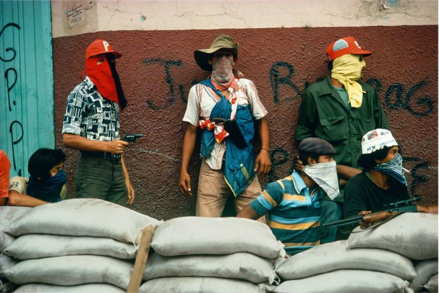 Susan Meiselas - Muchachos await the counterattack by the National Guard. Nicaragua., 1978 - magnum book Carnival Strippers are pictures of American revolution in America