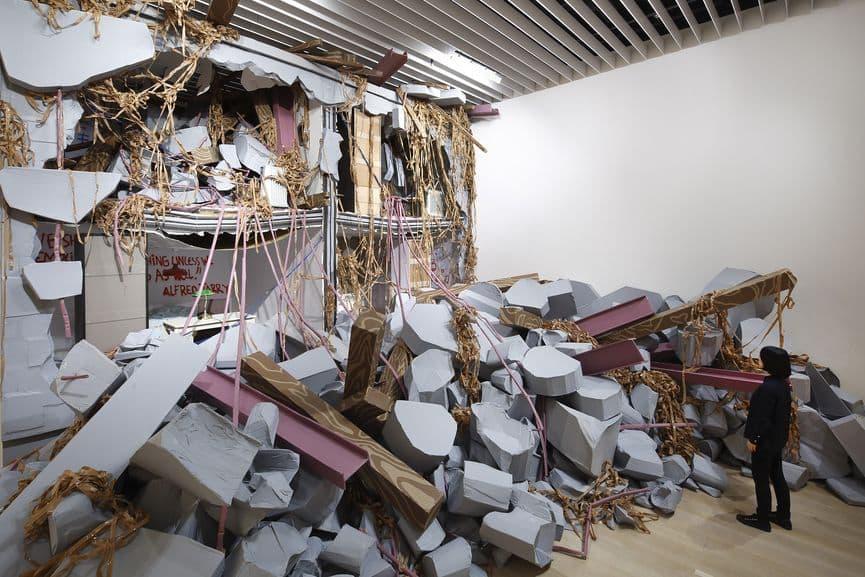 Thomas Hirschhorn - Collapse, 2018