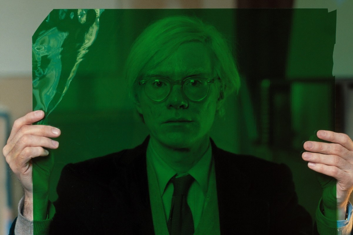 Thomas Hoepker - Andy Warhol in his Factory at Union Square
