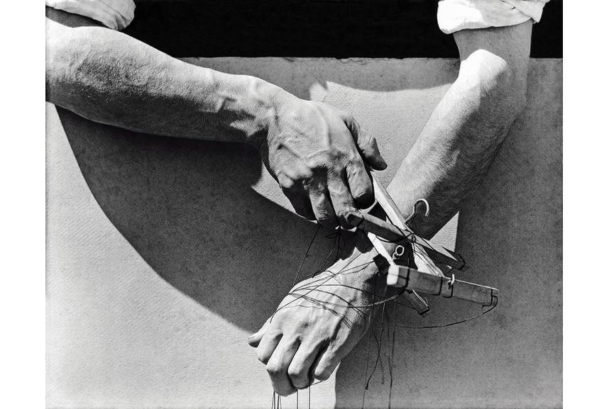 Tina Modotti - Mani del burattinaio (Louis Bunin), Messico D.F., 1929