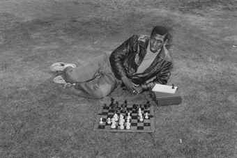 Tod Papageorge-Black Man with Chess Set, Central Park-1978