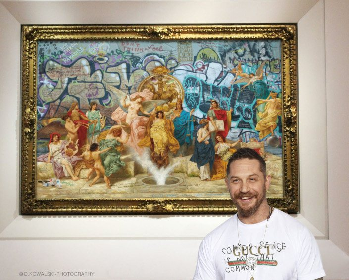 Tom Hardy in front of Marco Battaglini MENO SEGHE MENTALI - photo credits DKowalski Photography