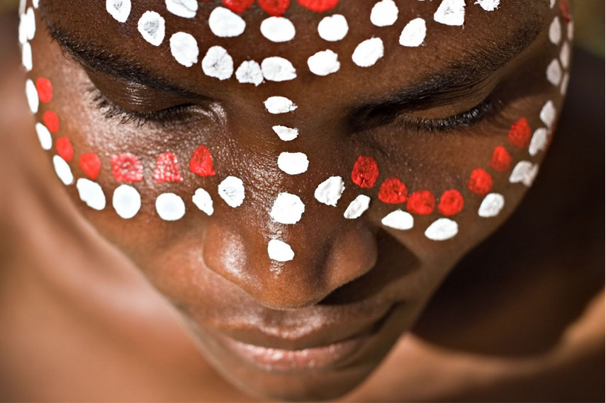 Traditional Aboriginal Body Paint Art - Image via Evepedder blogspot com