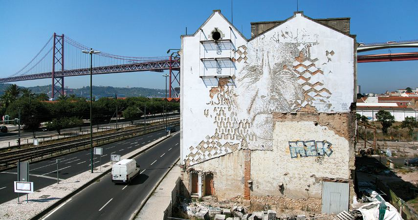 A video of a untitled mural made by the artist Vhils in the heart of Lisbon