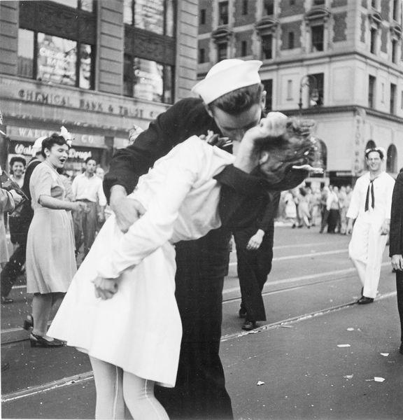 Victor Jorgensen - Kissing the War Goodbye, 1945, mendonsa and friedman