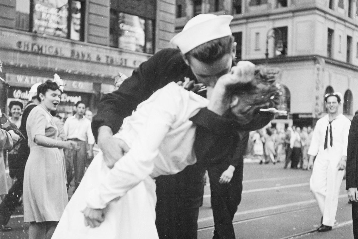 Victor Jorgensen - Kissing the War Goodbye (detail), 1945, George Mendonsa and Greta Zimmer Friedman