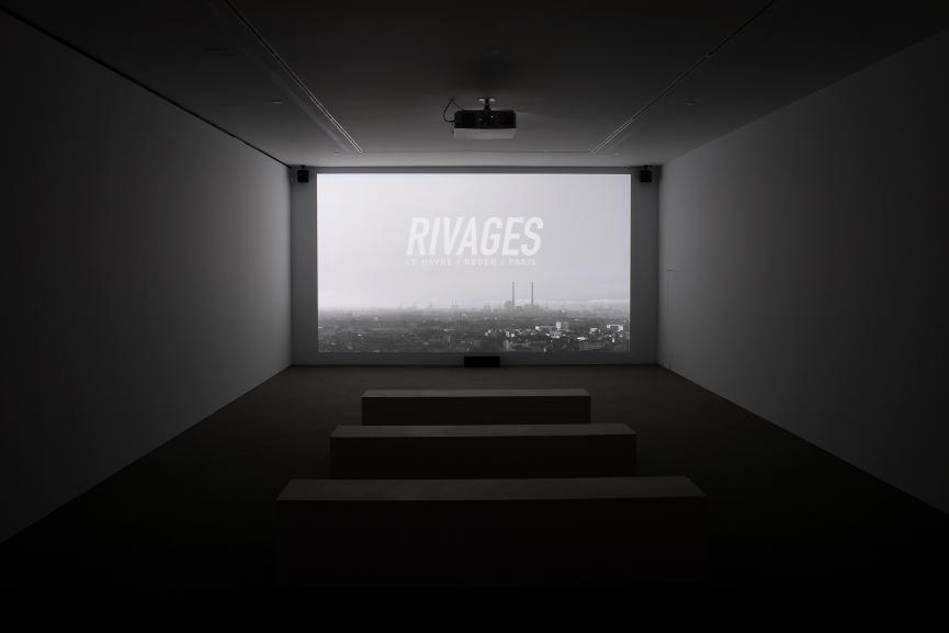 Exhibition Horizontal