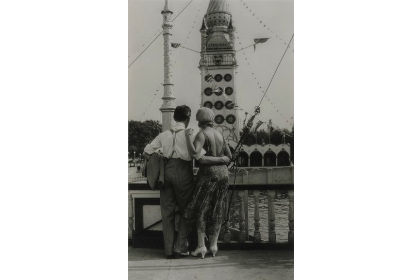 Walker Evans - Couple at Coney Island, 1928, from the New York gallery, on view at MFA