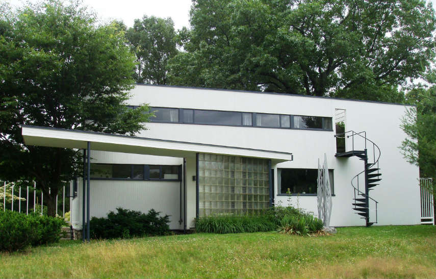 Walter Gropius - Gropius House in Lincoln, Massachusetts, photo via en.wikipedia.org german school home dessau berlin house architects design boston designed