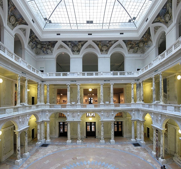 Glassed courtyard of the Corps de Logis wing of Hofburg palace in Vienna, by Gryffindor