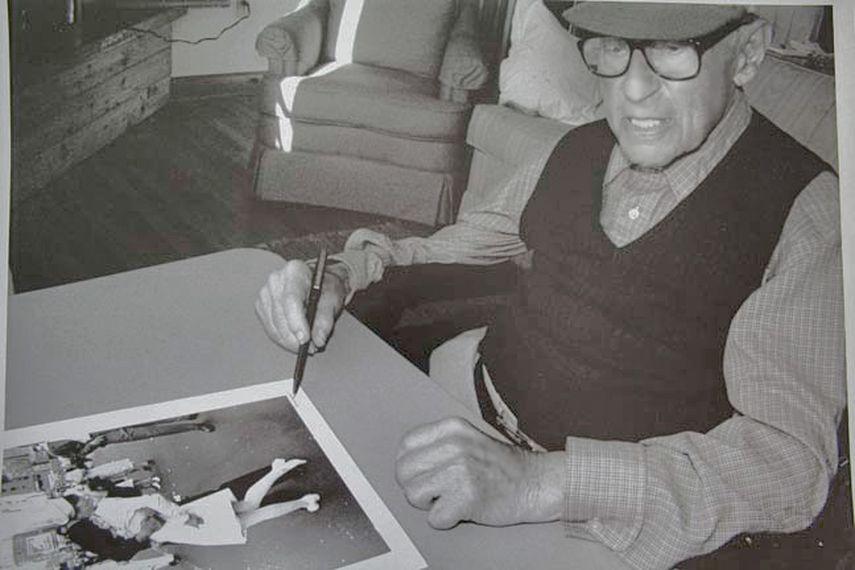 William Waterway Marks - Eisenstaedt signing VJ day print on August 23, 1995