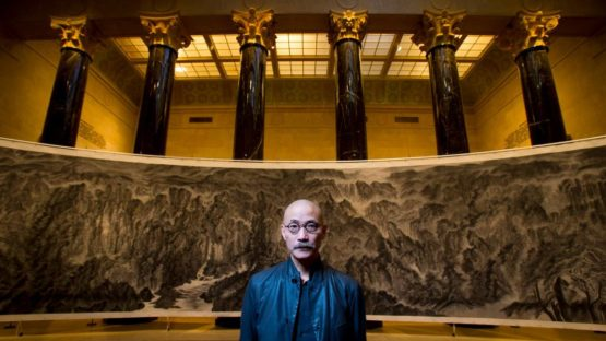 Xu Longsen in front of his artwork, Nelson Atkins Museum of Art