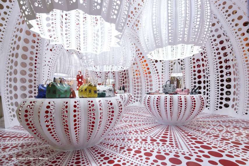 Yayoi Kusama - Louis Vuitton Boutique - In the gallery or museum exhibitions, the infinity of installation is how you view arts
