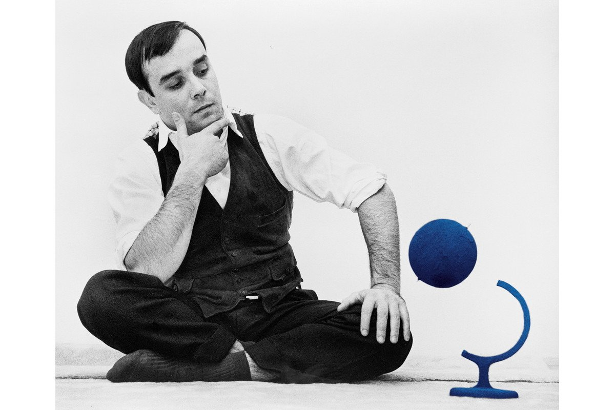 Yves Klein and the Blue Globe in his atelier