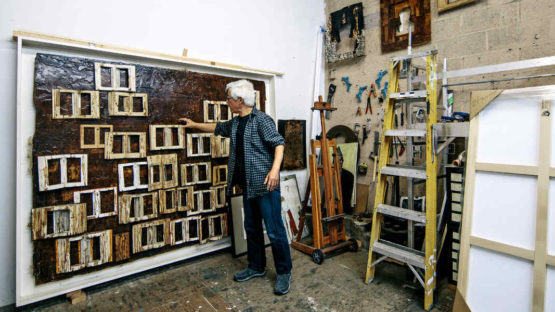 Zhang Hongtu in his studio, Image via nytimes.com