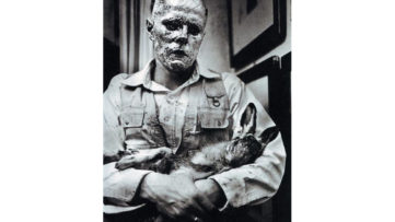Joseph Beuys - How to Explain Pictures to a Dead Hare (Wie man dem toten Hasen die Bilder erklärt), 1965