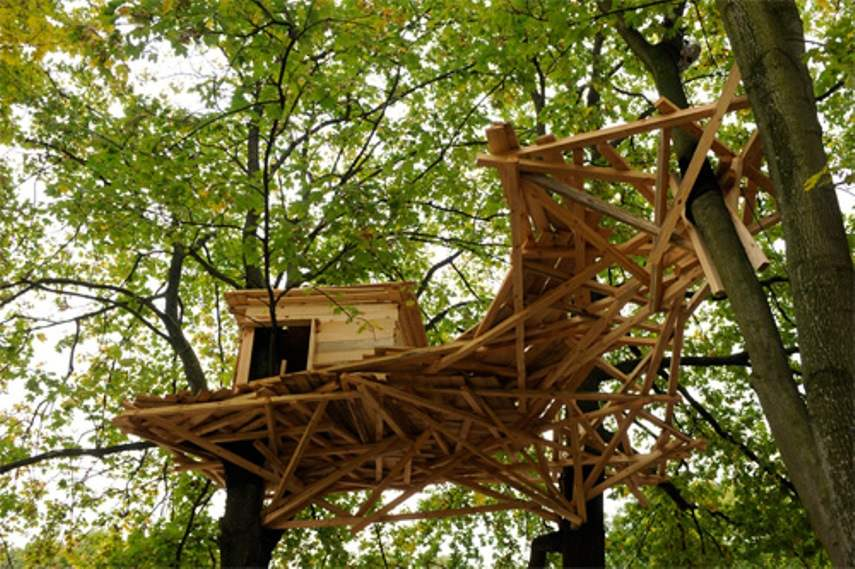 Tadashi Kawamata - Berlin Tree House (courtesy of Berthold Stadler and HKW Berlin, for illustrative purposes)
